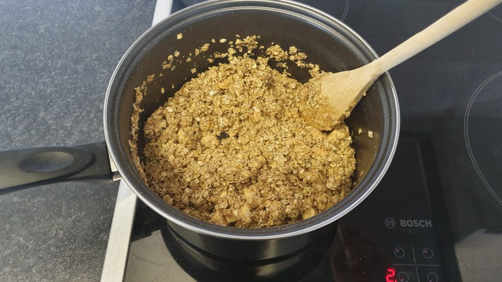 Sticky oats in a saucepan