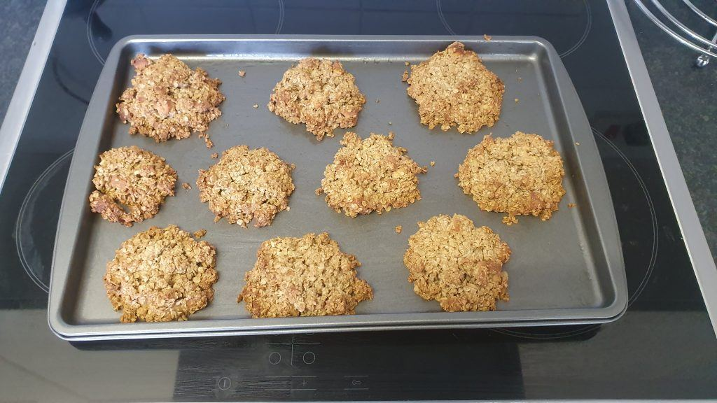 Ten cooked oat cakes